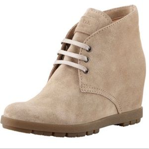 Prada Deserto Calzature Tan Suede Wedge Boots